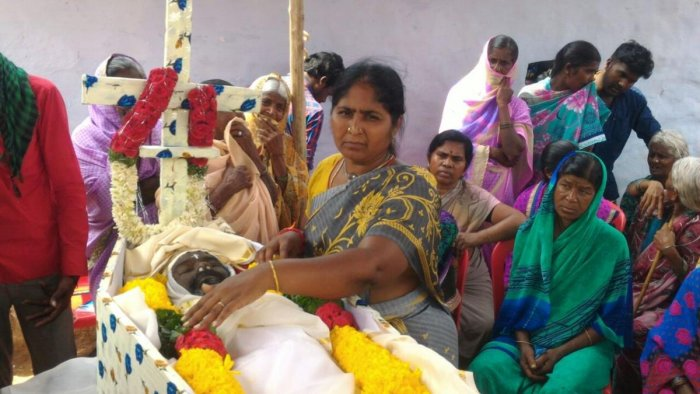 The last rites of the slain forest brigand Veerappan's accomplice Simon, who died in Bengaluru, was conducted at Vaddaradoddi village near here, on Monday. DH photo