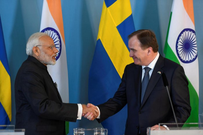 India's Prime Minister Narendra Modi and Prime Minister Stefan Lofven (R) shake hands after the Innovation and Partnership Agreement been signed in the government building Rosenbad in Stockholm, Sweden April 17, 2018. (TT News Agency/Pontus Lundahl via REUTERS)