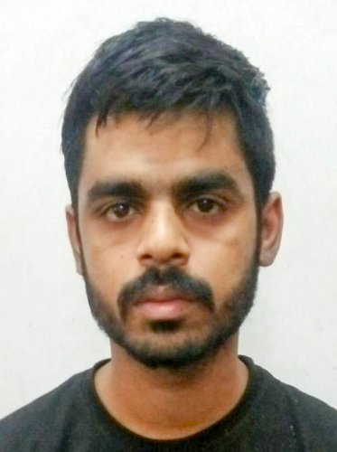 Suhel Pasha (23) habitual chain snatcher who was targeting lone women and elderly persons was arrested by JP Nagar police, in Bengaluru. DH Photo