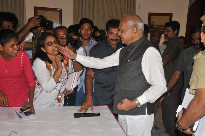 TN governor Banwarilal Purohit is seen patting a woman journalist's cheek during a press conference in Chennai on Tuesday. Pic Courtesy @lakhinathan