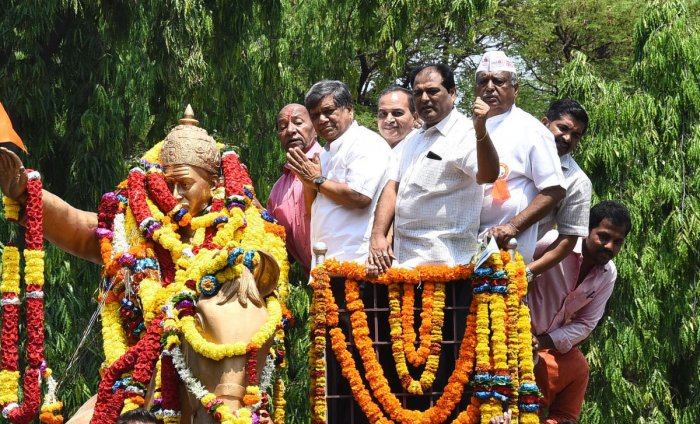 Jagadish Shettar after garlanding the statue of Basaveshwara