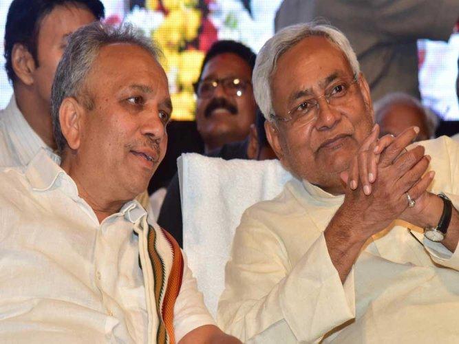 State JD(U) president Mahima Patel with Bihar Chief Minister Nitish Kumar. DH file photo