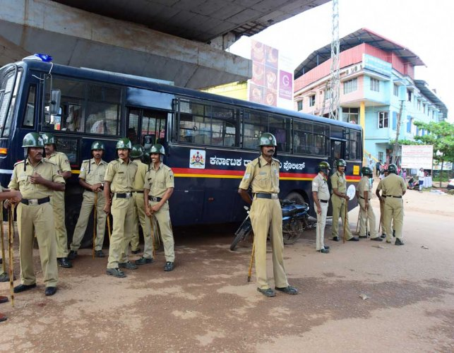 The Election Commission (EC) and the police department are conducting a survey to identify sensitive booths in the city and the state. DH file photo