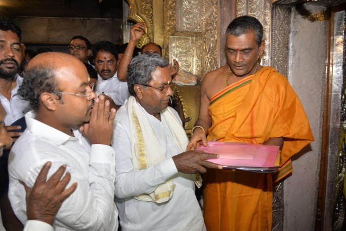 Chief Minister Siddaramaiah also offered puja at the temple. Earlier, Siddaramaiah and his son Dr Yathindra visited their native village Siddaramanahundi and offered puja at Siddarameshwara temple. Siddaramaiah also visited Chamundeshwari Temple atop the Chamundi Hill.