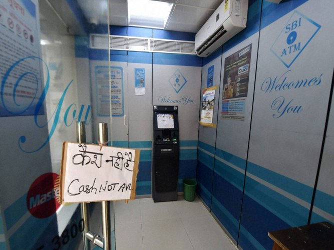 the State Bank of India, the country's largest bank, has said that there is a shortage of Rs 70,000 crore in the supply, which is about a third of the monthly withdrawals from ATMs. (PTI file photo)