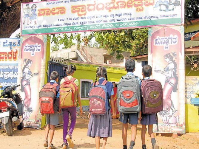 Estimates indicate that for every 100 girls in rural India, only one or two complete class XII. Nearly 40% of girls leave school before completing the fifth standard. (DH file photo)