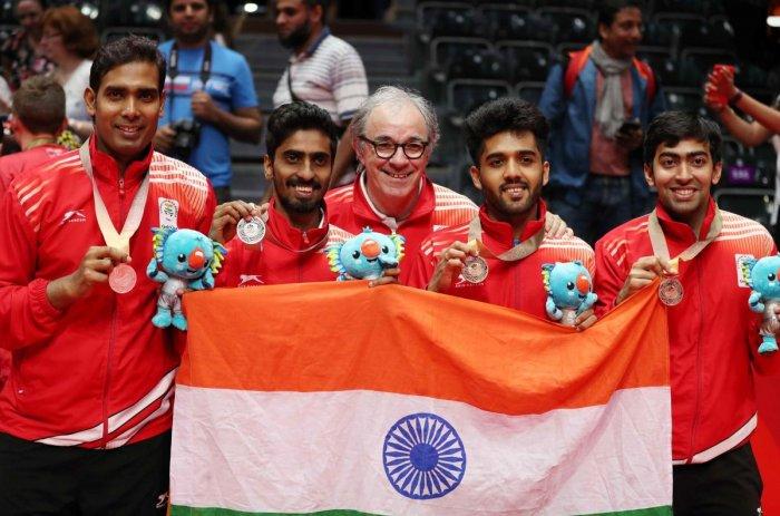 Silver medalists Sharath Achanta and Sathiyan Gnanasekaran and bronze medalists Harmeet Desai and Sanil Shankar Shetty of India celebrate. (REUTERS/Jeremy Lee)