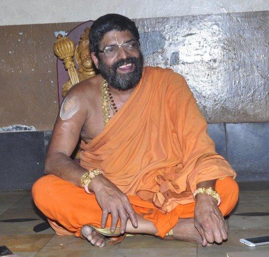 Shiroor mutt seer Sri Lakshmivara Theertha Swamiji