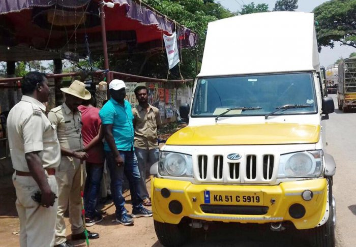 Bengaluru District police and flying squad officials of model code of conduct intercepted a SUV at Balepete check post at near Devanhalli and arrested four persons including a supervisor of Bluedart courier service and recovered 42 kilograms of gold.