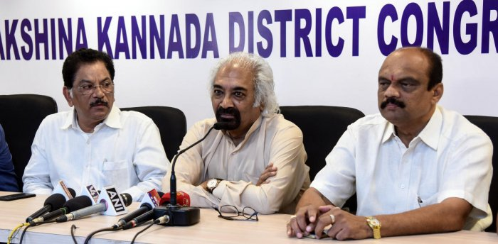 Congress leader and National Knowledge Commission former chairman Sam Pitroda (centre) speaks during a press conference at the District Congress Committee office in Mangaluru on Sunday.