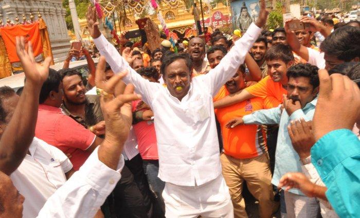 Hosakote congress candidate MTB Nagaraju during the Avimukteswara Swamy Bramhamahothsava at Hosakote.