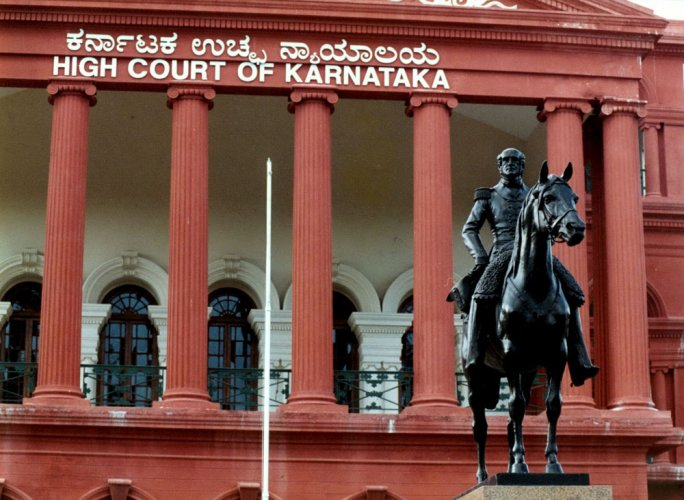 Advocate G R Mohan contended that 32 vacancies existed in the Karnataka High Court against the sanctioned strength of 62 judges, resulting in progressive accumulation of cases, affecting rights of the litigants to get speedy justice and undermining faith and confidence of people in the administration of justice. DH file photo.