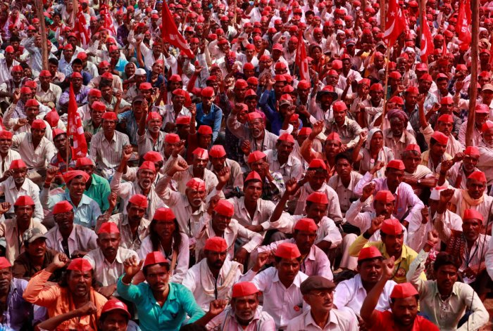 Farmers shout slogans against the government at a rally organised by All India Kisan Sabha in Mumbai. Reuters File Photo