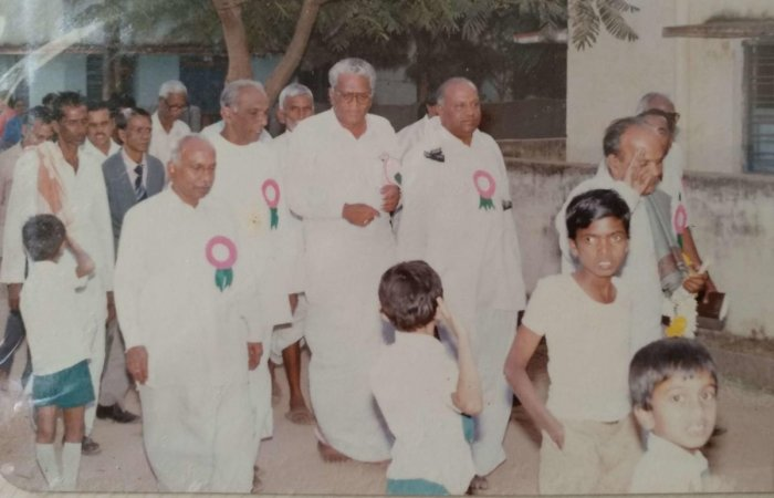 Senior Congress leaders with former MP late V Krishnarao.
