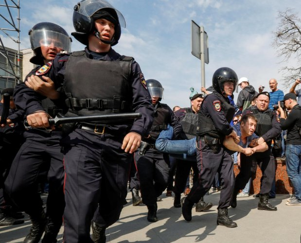 Policemen detain an opposition supporter during a protest ahead of President Vladimir Putin's inauguration ceremony, in Moscow. Reuters Photo