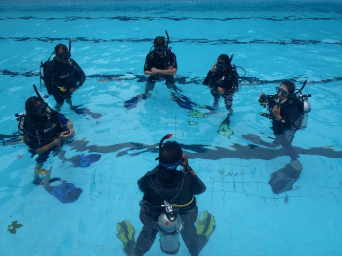 A training session at Planet Scuba.