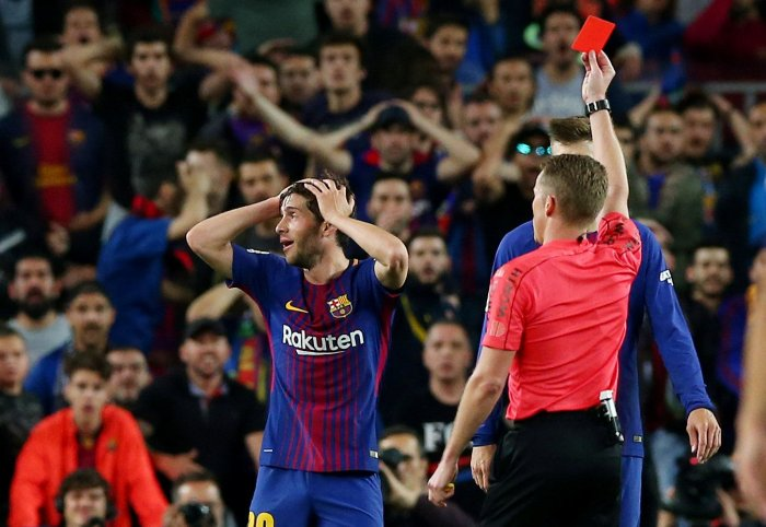 Sergi Roberto gets the red card.