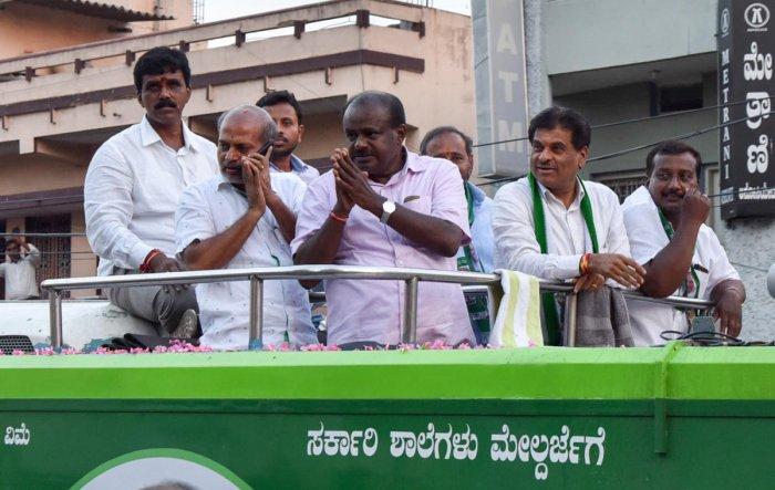 JD(S) State President H D Kumarsway, K S Rangappa, Sa. Ra. Mahesh takes out a road show Chamaraja assembly constituency, at K G Koppalu in Mysuru on Friday.-Photo by Savitha. B R