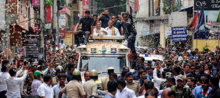 Congress president Rahul Gandhi and local MLA Dinesh Gundu Rao campaign in Gandhinagar, Bengaluru, on Wednesday. DH PHOTO