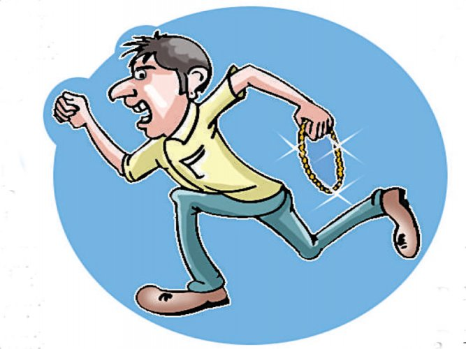 In the first incident, a 41-year-old software engineer was robbed of his jewellery near Kaikondrahalli lake on May 7. DH file photo for representation.