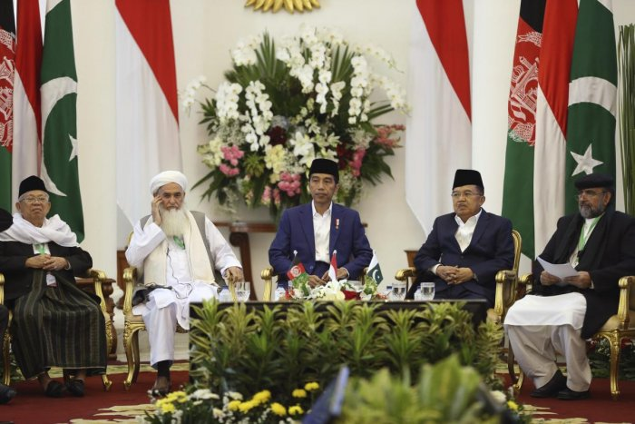 From left to right, Head of Indonesian Ulema Council Ma'ruf Amin, Head of Ulema Council of Afghanistan Qiamuddin Kashaf, Indonesian President Joko Widodo, his deputy Jusuf Kalla, and Chairman of Pakistan's Council of Islamic Ideology Qibla Ayaz attend the