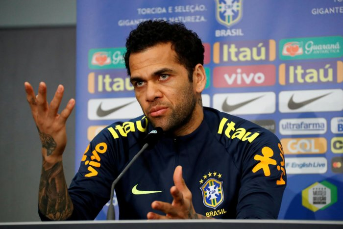BIG BLOW: Dani Alves limped off near the end of Tuesday's French Cup Final win over third-tier Les Herbiers. REUTERS