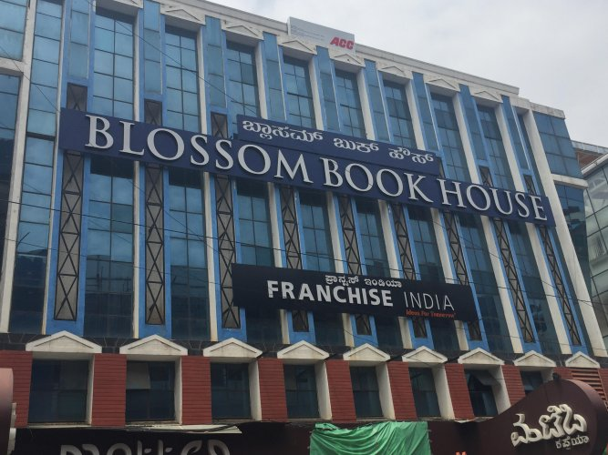 Blossom Book House is one of the places which doesn't sell Kindle till now.