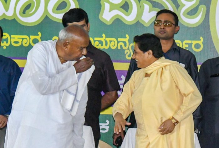 BSP chief Mayawati interacts with former Prime Minister HD Deve Gowda during a campaign for Karnataka Assembly Elections in Mysuru. PTI file photo