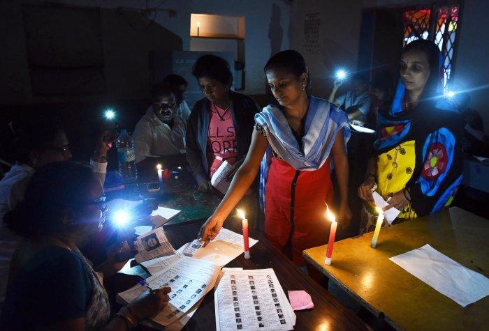 Voting in the dark