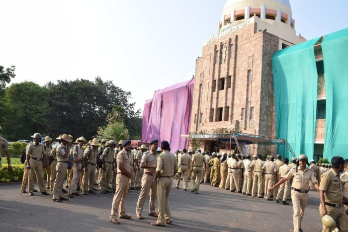 Police personnel guard the counting centre at University of Agricultural Sciences, Dharwad, on Monday. DH Photo.