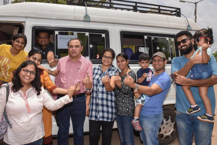 Residents of Prestige Shantiniketan apartment, Whitefield, after casting their vote at Hoodi on Saturday. DH PHOTO
