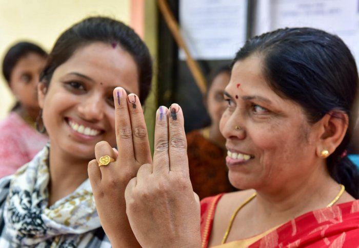 Sushma and Leela, two of the 391 women who voted in the re-polling at booth number 2 at Lottegollahalli, Hebbal Assembly constituency, on Monday. DH PHOTO/B H Shivakumar