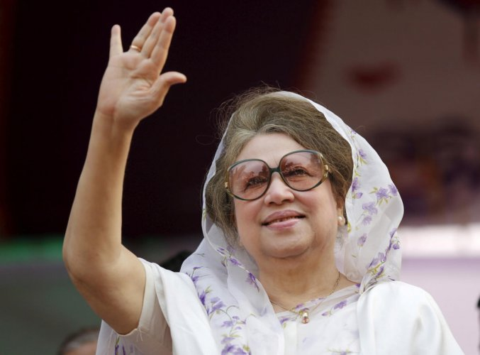 Bangladesh Nationalist Party (BNP) Chairperson Begum Khaleda Zia waves to activists as she arrives for a rally in Dhaka in this file picture taken January 20, 2014.