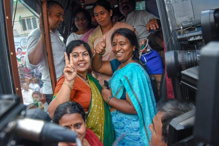 Bengaluru: Congress MLAs and supporters board a bus outside the KPCC office in Bengaluru on Wednesday. Congress extended the support to JD(S) to form the new Government in Karnataka. (PTI Photo)(PTI5_16_2018_000199A)