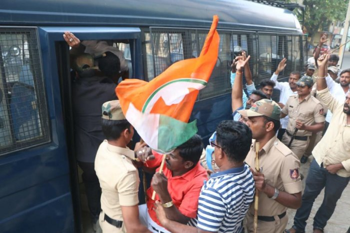 Police arresting Youth Congress workers who protested the governor's invitation to BJP to form the government without the required number of MLAs, in Shivamogga on Thursday. DH photo.