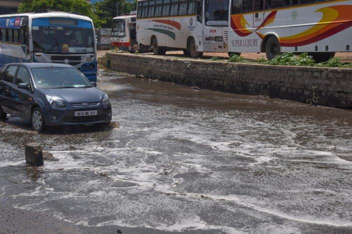 A waterlogged road in Shantinagar on Sunday. DH PHOTO/S K Dinesh