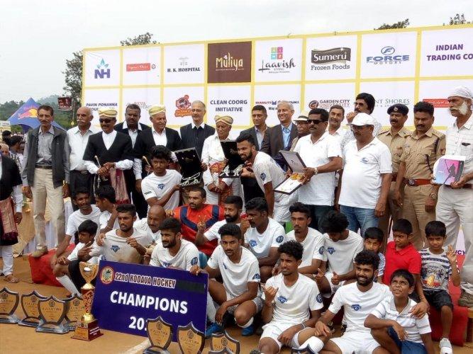 Chendanda team emerged champions in the Kulletira Cup Hockey Tournament. DH PHOTO