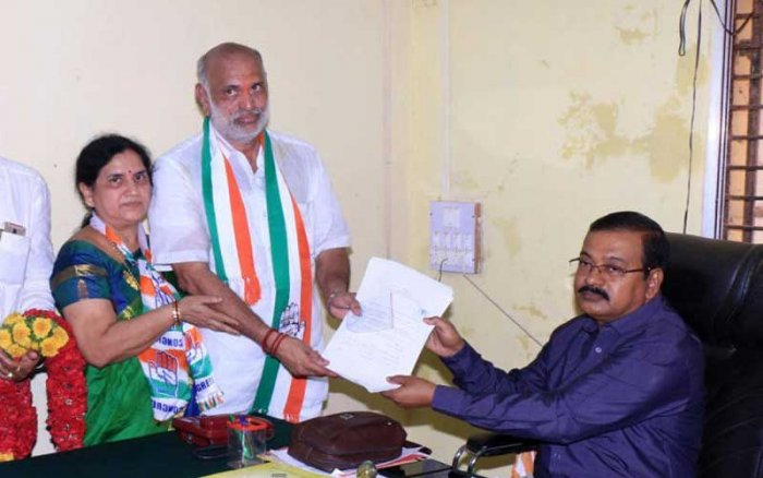 Shivaram Hebbar defeated V S Patil Andalagi of BJP with a slender margin of 1,483 votes. DH file photo