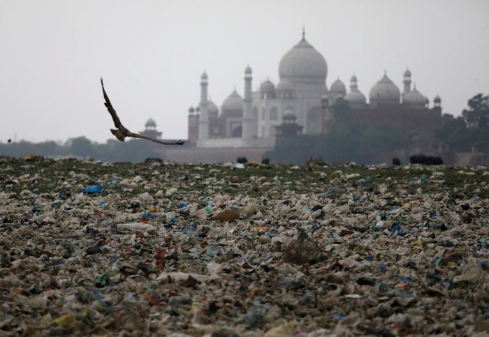 Garbage is seen on the polluted banks of the river Yamuna near the historic Taj Mahal in Agra, India, May 19, 2018. (REUTERS/Saumya Khandelwal)