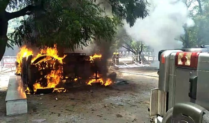 The anti-Sterlite protesters torched vehicles. (DH Photo)