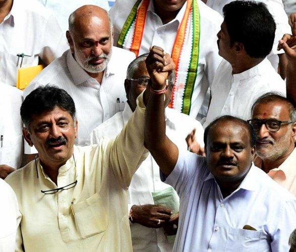 Congress leader D. K. Shivakumar and  JD(S) chief D H Kumaraswamy. DH photo