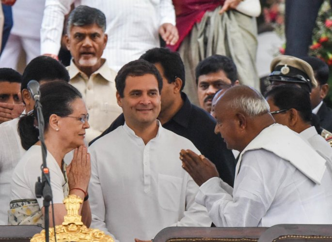 UPA chairperson Sonia Gandhi greets JD(S) supremo H D Deve Gowda during the swearing-in ceremony at Vidhana Soudha, Bengaluru, on Wednesday. AICC president Rahul Gandhi looks on. DH PHOTO