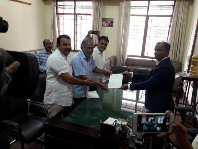 Former minister and BJP leader S Suresh Kumar submitting his nomination papers to the post of Speaker to Assembly Secretary S Murthy in Bengaluru on Thursday. (DH photo)