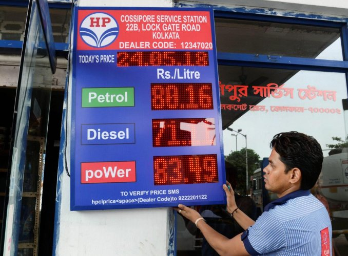 Kolkata: A petrol pump employee adjusts the price board at a fuel station, even as fuel prices record the highest-ever, in Kolkata, on Thursday. (PTI Photo)(PTI5_24_2018_000080B)
