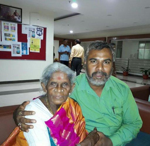 Activist Saalumarada Thimmakka at the police commissioner's office in Bengaluru on Saturday.