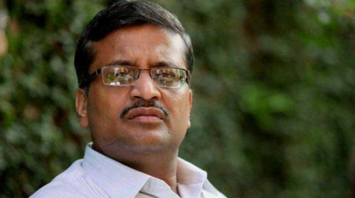 The Centre has moved the Delhi High Court against a CIC order asking it to inform whether IAS officer Ashok Khemka, known for cancelling Sonia Gandhi's son-in-law Robert Vadra's alleged illegal land deal in Gurgaon, was considered for the post of joint secretary in the Centre. PTI file photo