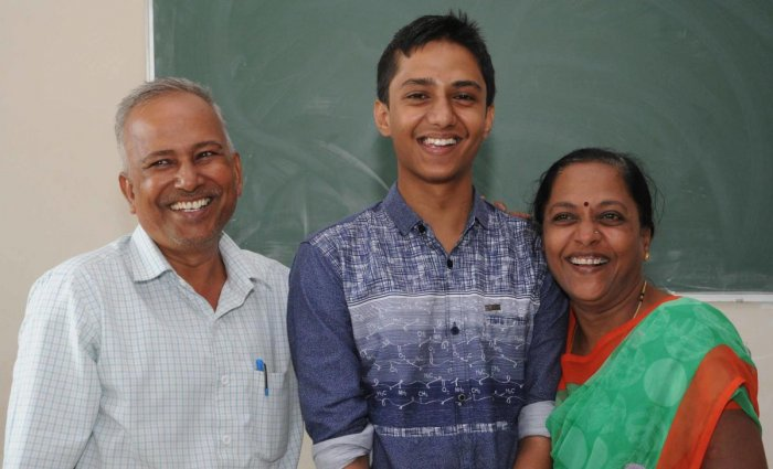 Shridhar Dodmanni with his parents