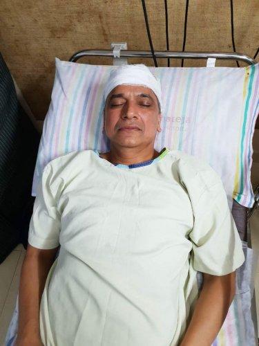 Kanhaiyalal Agarwal, who was shot at, recovering at a hospital. DH PHOTO/JANARDHAN B K