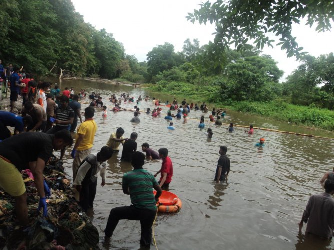 Yuva Brigade members clean Nethravathi river, at Snanaghatta, in Dharmasthala on Sunday.