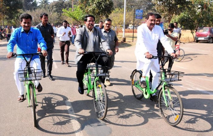 Former minister K J George at the inauguration of the Zoomcar rental cycles in February. DH FILE PHOTO